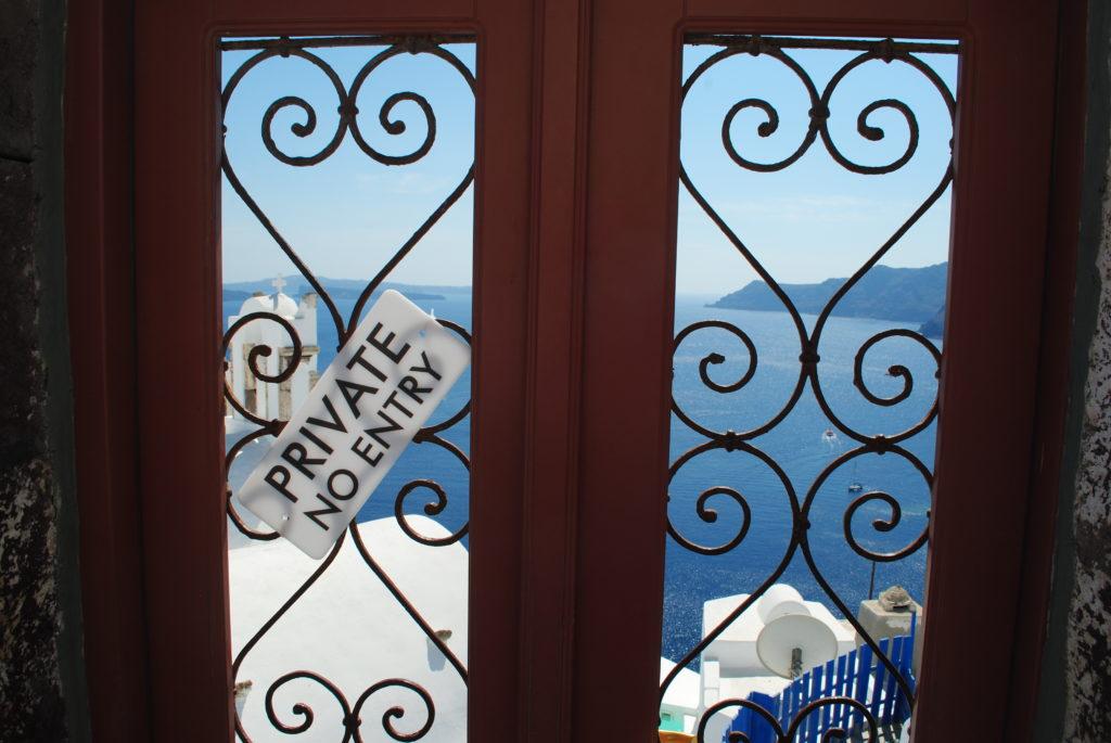 Wyspa Santorini, mieszkańcy bronią się przed turystami