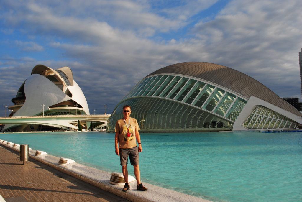 Wycieczka do Hiszpanii, w tle opera Calatravy