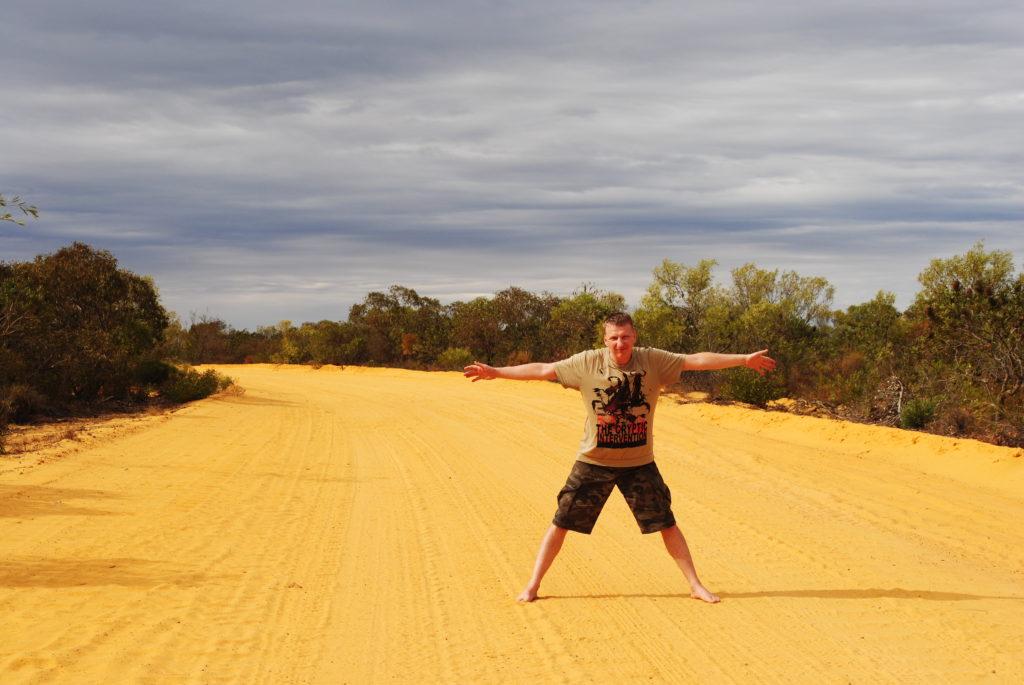 stepy australijskie, żółta droga do Kallbari National Park