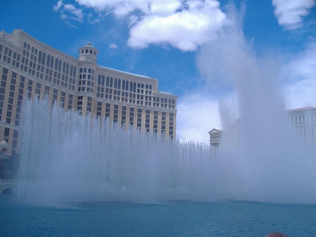 Przygoda w Las Vegas. Odpalają fontannę.