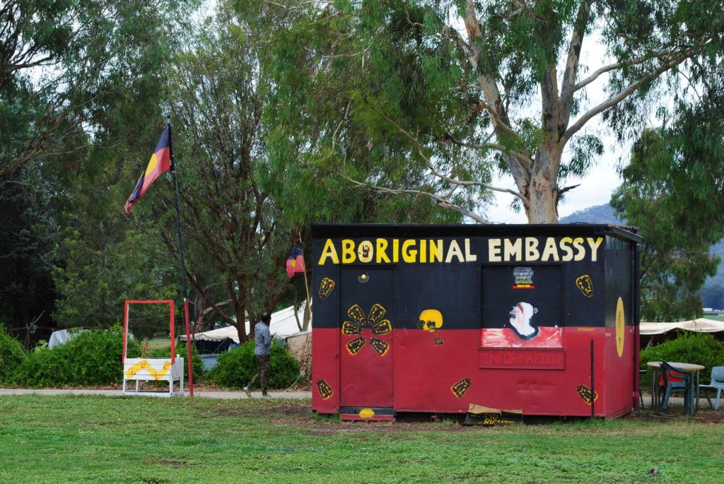 Canberra stolica Australii, ambasada Aborygenów