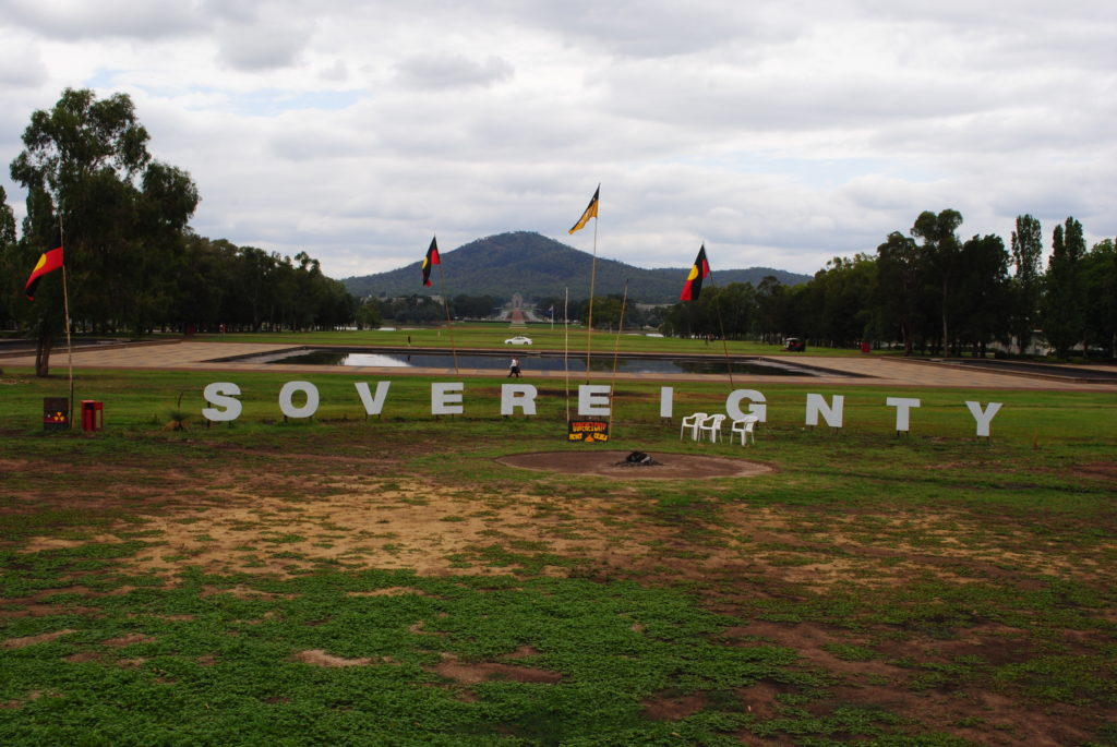 Canberra stolica Australii, krzyk Aborygenów