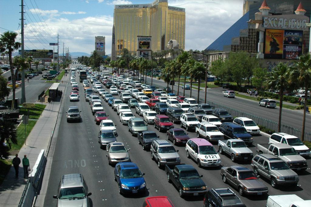 Przygoda w Las Vegas. Zatłoczone ulice miasta.
