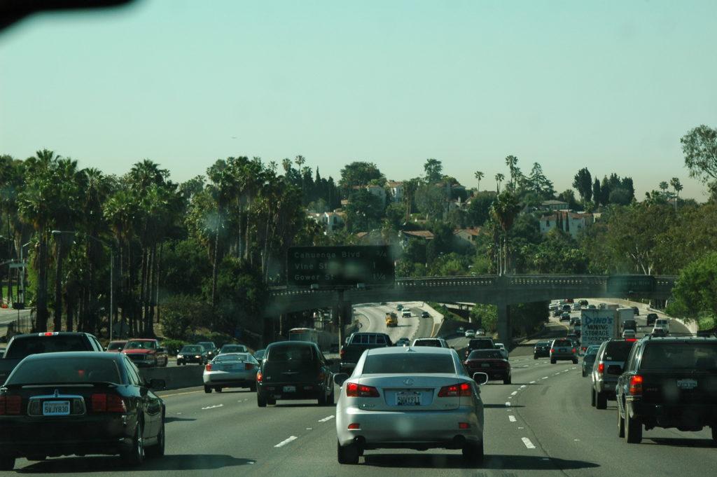 Podróż do Los Angeles. Ruch uliczny robi wrażenie.