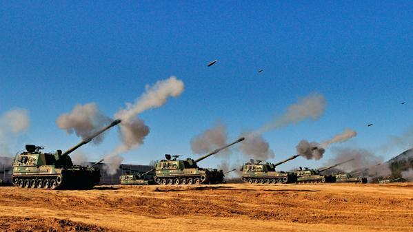 Niemcy Wschodnie. Artyleria wali.