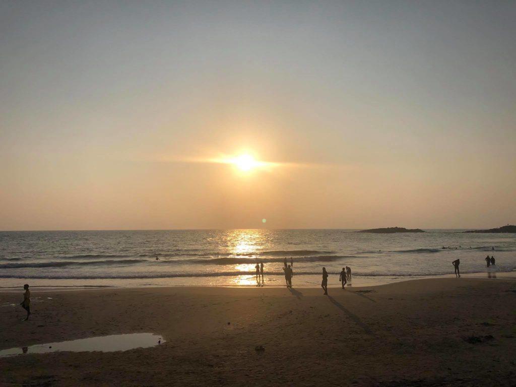 Podróż do Indii. Oceaniczna plaża.