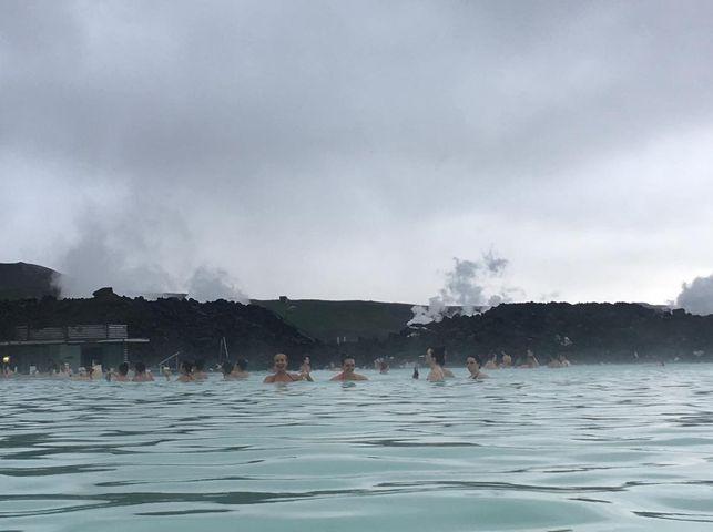 Wyspa Islandia. Gorące źródło.