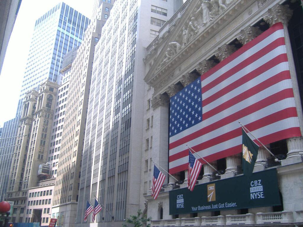 Nowy Jork w USA.  Okolice giełdy Wall Street.