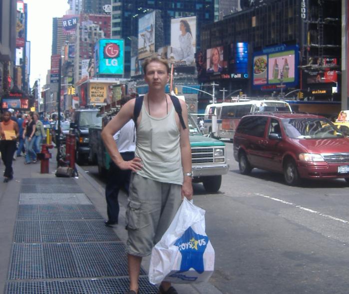 Nowy Jork w USA. Ja z siatką z lalą w downtown.